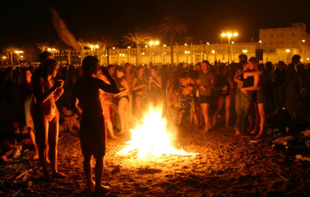 Kampvuur op strand mag dating